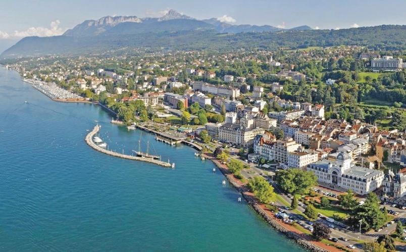 Evian-les-Bains city view